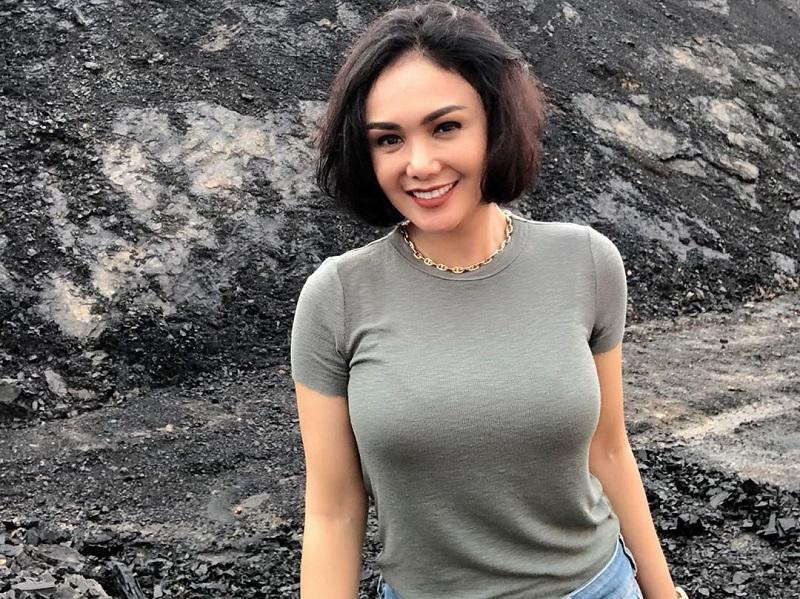 https: img-z.okeinfo.net content 2020 01 12 194 2151962 cantiknya-yuni-shara-main-ke-tambang-batu-bara-awet-muda-banget-MTAazLVcKS.jpg