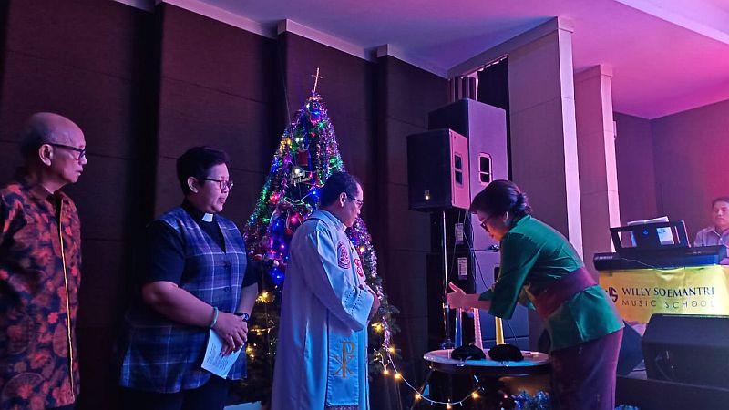 https: img-z.okeinfo.net content 2020 01 12 337 2152094 perayaan-natal-persatuan-umat-kristen-katolik-dihadiri-tokoh-lintas-agama-mrc9axeHIn.jpg