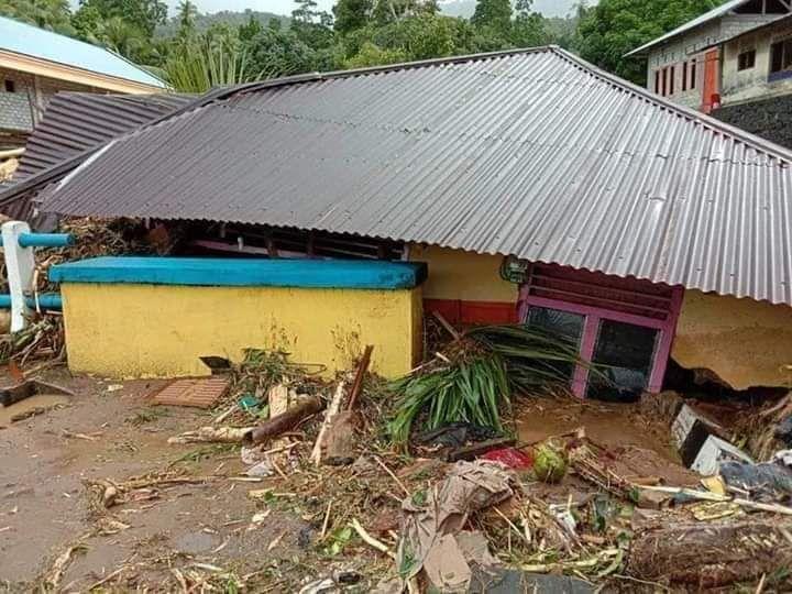 https: img-z.okeinfo.net content 2020 01 12 340 2152013 korban-banjir-bandang-sangihe-terima-bantuan-logistik-dari-kapolri-ObzvxR2ncn.jpg