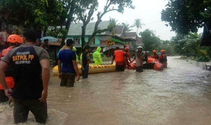 https: img-z.okeinfo.net content 2020 01 12 340 2152017 banjir-landa-kabupaten-barru-sulsel-ratusan-warga-terisolir-UzZLlACQZA.JPG