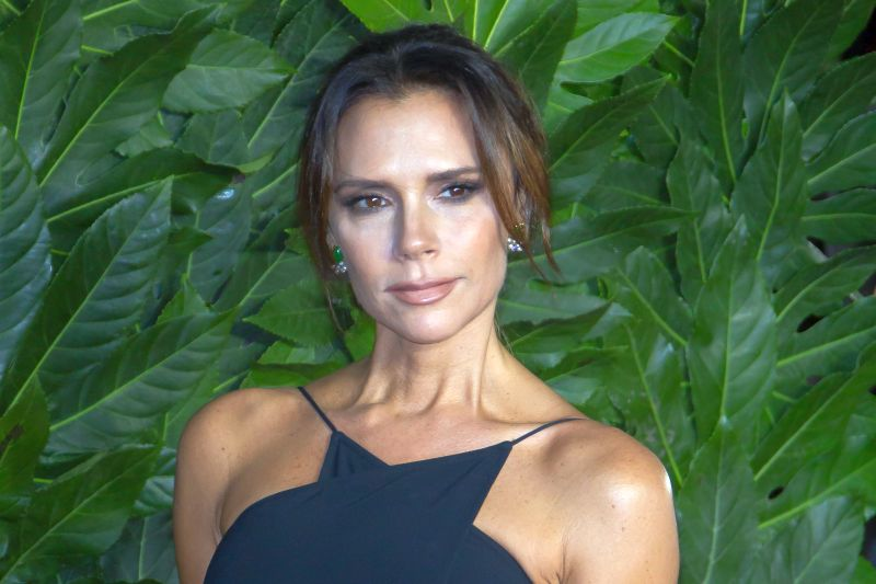 https: img-z.okeinfo.net content 2020 01 13 194 2152323 tampil-layaknya-anak-magang-victoria-beckham-siap-come-back-L8LMovoPeg.jpg