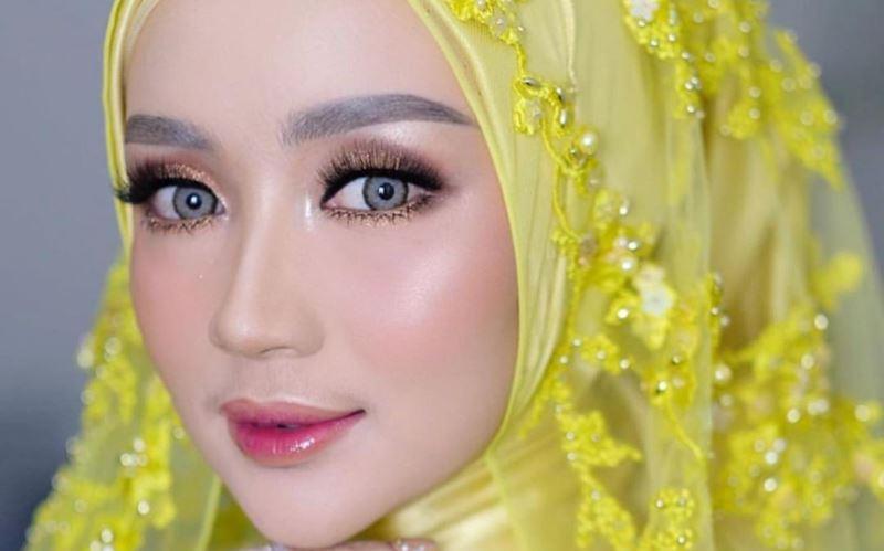 https: img-z.okeinfo.net content 2020 01 13 617 2152219 3-inspirasi-gaun-pengantin-bernuansa-kuning-bagi-hijabers-HHoCcbHXhz.jpg