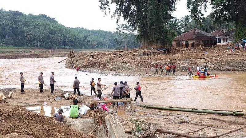https: img-z.okeinfo.net content 2020 01 14 340 2152858 status-tanggap-darurat-bencana-banjir-dan-longsor-di-banten-berakhir-QbpPO5OHsp.jpg