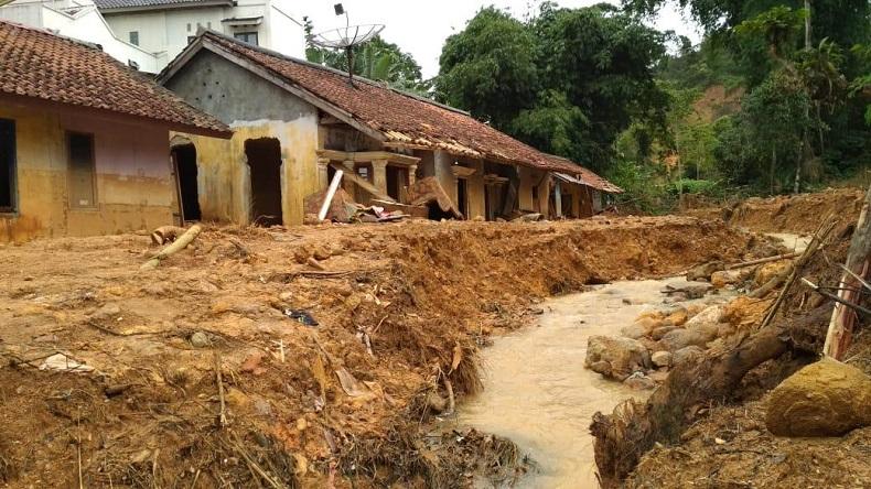 https: img-z.okeinfo.net content 2020 01 16 525 2154014 tanggap-darurat-banjir-dan-longsor-di-kabupaten-bogor-diperpanjang-FhCTwxJ2dq.jpeg
