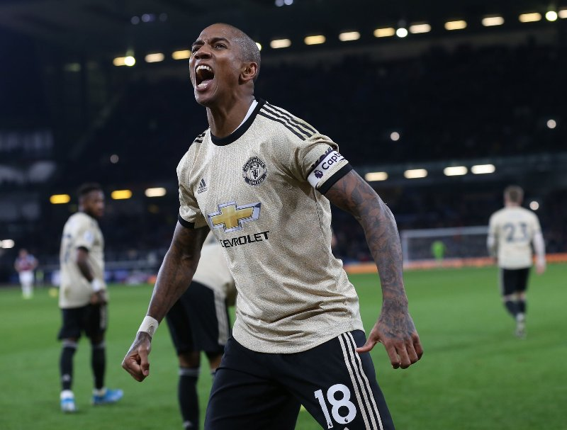 https: img-z.okeinfo.net content 2020 01 17 51 2154027 negosiasi-dengan-man-united-lancar-ashley-young-segera-gabung-inter-milan-S3rVEAt9gD.jpg
