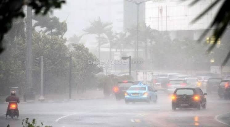 https: img-z.okeinfo.net content 2020 01 18 525 2154638 hujan-deras-disertai-petir-diprediksi-guyur-jawa-barat-ini-wilayahnya-wThjICQGOp.jpg