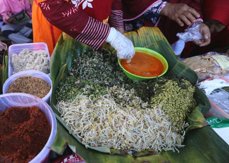 https: img-z.okeinfo.net content 2020 01 19 298 2155043 enaknya-nasi-pagar-bertabur-petai-kuliner-khas-grobogan-oz8Xsud4vZ.jpg