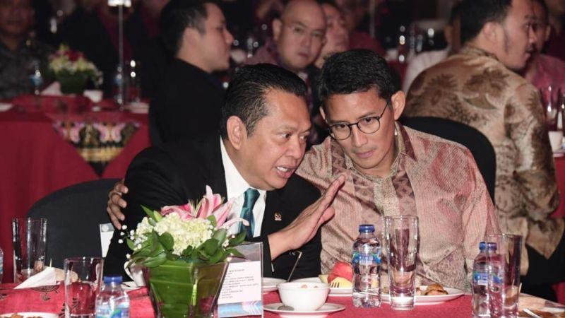 https: img-z.okeinfo.net content 2020 01 19 326 2154978 bamsoet-dan-sandiaga-uno-dilantik-jadi-dewan-pembina-e-sport-indonesia-fu3eNPUyOQ.jpg