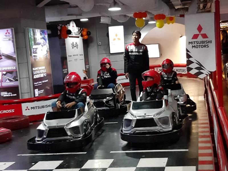 https: img-z.okeinfo.net content 2020 01 21 52 2156093 mitsubishi-ajak-anak-anak-dekat-dengan-dunia-otomotif-KQZehwsR62.jpg