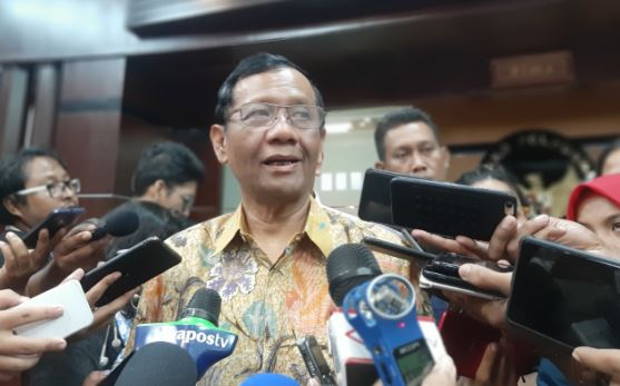 https: img-z.okeinfo.net content 2020 01 22 337 2156526 mahfud-md-soroti-industri-hukum-di-indonesia-apa-itu-FfxzHEkTLn.JPG
