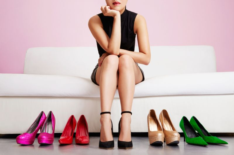 https: img-z.okeinfo.net content 2020 01 23 194 2156982 evolusi-sepatu-hak-tinggi-dari-abad-ke-15-hingga-1940-hPjaFi9Oxe.jpg