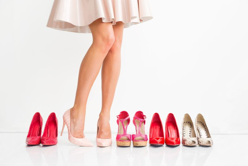 https: img-z.okeinfo.net content 2020 01 23 194 2157062 evolusi-sepatu-hak-tinggi-tren-era-90-an-hingga-2019-tX7MixUGKX.jpg