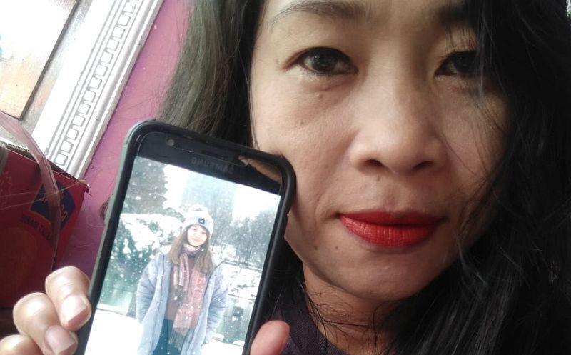 https: img-z.okeinfo.net content 2020 01 28 340 2159494 ibu-ini-harap-anaknya-yang-kuliah-di-china-terhindar-virus-korona-Y79fDJKG52.jpg