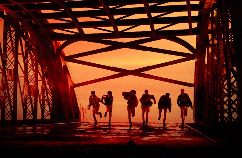 https: img-z.okeinfo.net content 2020 01 30 205 2160715 lagu-ciptaan-b-i-jadi-title-track-di-album-comeback-ikon-WcF5bibDTL.jpg