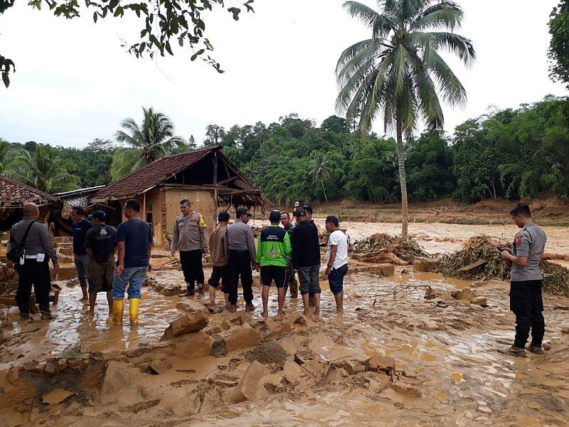 https: img-z.okeinfo.net content 2020 01 30 340 2160826 masuk-zona-merah-916-rumah-korban-banjir-lebak-akan-direlokasi-tj2vQOTAbw.jpg