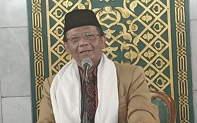 https: img-z.okeinfo.net content 2020 01 31 330 2161253 khotbah-jumat-di-masjid-al-akbar-ini-pesan-mahfud-md-Qkrwvg4vAU.jpg