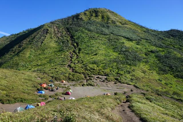 https: img-z.okeinfo.net content 2020 01 31 512 2161319 jalur-pendakian-gunung-merbabu-mulai-dibuka-sabtu-1-februari-2020-HqJKIfO7Sq.jpeg