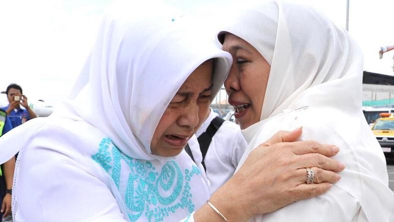 https: img-z.okeinfo.net content 2020 02 03 337 2162687 tangisan-gubernur-jatim-khofifah-pecah-saat-bacakan-wasiat-gus-sholah-jIKhiRJl4M.jpg