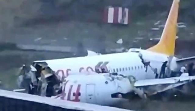 https: img-z.okeinfo.net content 2020 02 06 18 2164124 pesawat-hancur-3-bagian-usai-tergelincir-di-turki-1-tewas-150-terluka-9eHoaSI5C0.jpg