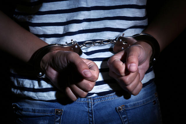https: img-z.okeinfo.net content 2020 02 08 338 2165422 pencekik-polisi-di-gerbang-tol-angke-tak-berkutik-saat-ditangkap-vzQbIkrJw8.jpg