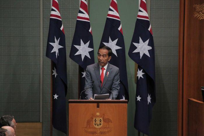 https: img-z.okeinfo.net content 2020 02 10 18 2166077 presiden-jokowi-berpidato-di-parlemen-australia-dengan-bahasa-indonesia-Q2GQxFwuu4.jpg