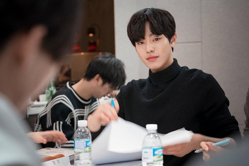 https: img-z.okeinfo.net content 2020 02 10 33 2166126 3-aktor-tampan-korea-ini-hampir-debut-jadi-idol-k-pop-swCRguTszE.jpg