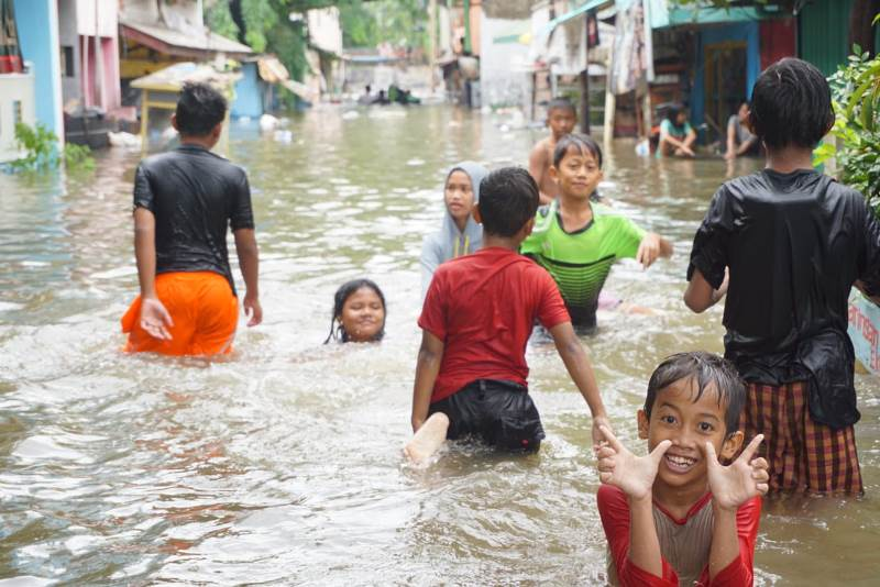 https: img-z.okeinfo.net content 2020 02 10 337 2166253 waspada-banjir-24-wilayah-ini-berpotensi-hujan-hingga-13-februari-oy7Z2703hu.jpg