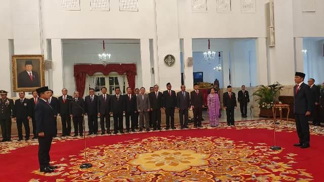https: img-z.okeinfo.net content 2020 02 12 337 2167363 presiden-jokowi-resmi-lantik-laksamana-madya-aan-kurnia-jadi-kabakamla-72cUntwb17.jpg