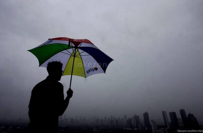 https: img-z.okeinfo.net content 2020 02 12 338 2167043 hampir-seluruh-daerah-di-jakarta-bakal-diguyur-hujan-siang-ini-HXwOtFn0vJ.jpg