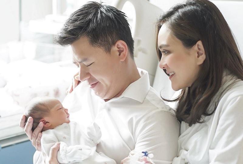 https: img-z.okeinfo.net content 2020 02 14 33 2168355 shandy-aulia-umumkan-nama-putri-pertamanya-fNbDmSJYjH.jpg