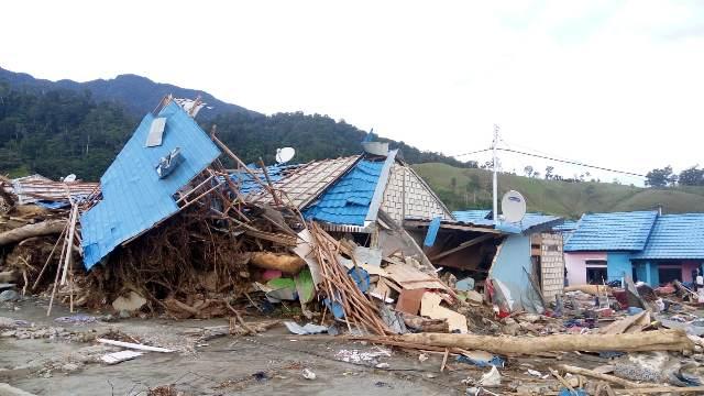 https: img-z.okeinfo.net content 2020 02 14 337 2168386 pasca-banjir-sentani-409-keluarga-terdampak-dapat-dana-tunggu-hunian-pMtgFGg4i0.jpeg
