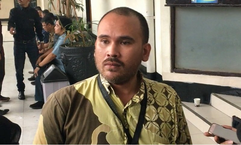 https: img-z.okeinfo.net content 2020 02 16 33 2169271 suami-karen-pooroe-terancam-dapat-hukuman-pidana-berlapis-cXSM7Tnjji.jpg