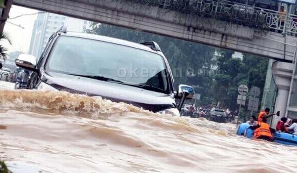 https: img-z.okeinfo.net content 2020 02 17 87 2169609 siapkan-8-langkah-ini-agar-mobil-tak-mogok-saat-banjir-yW3bRKoqyv.jpg