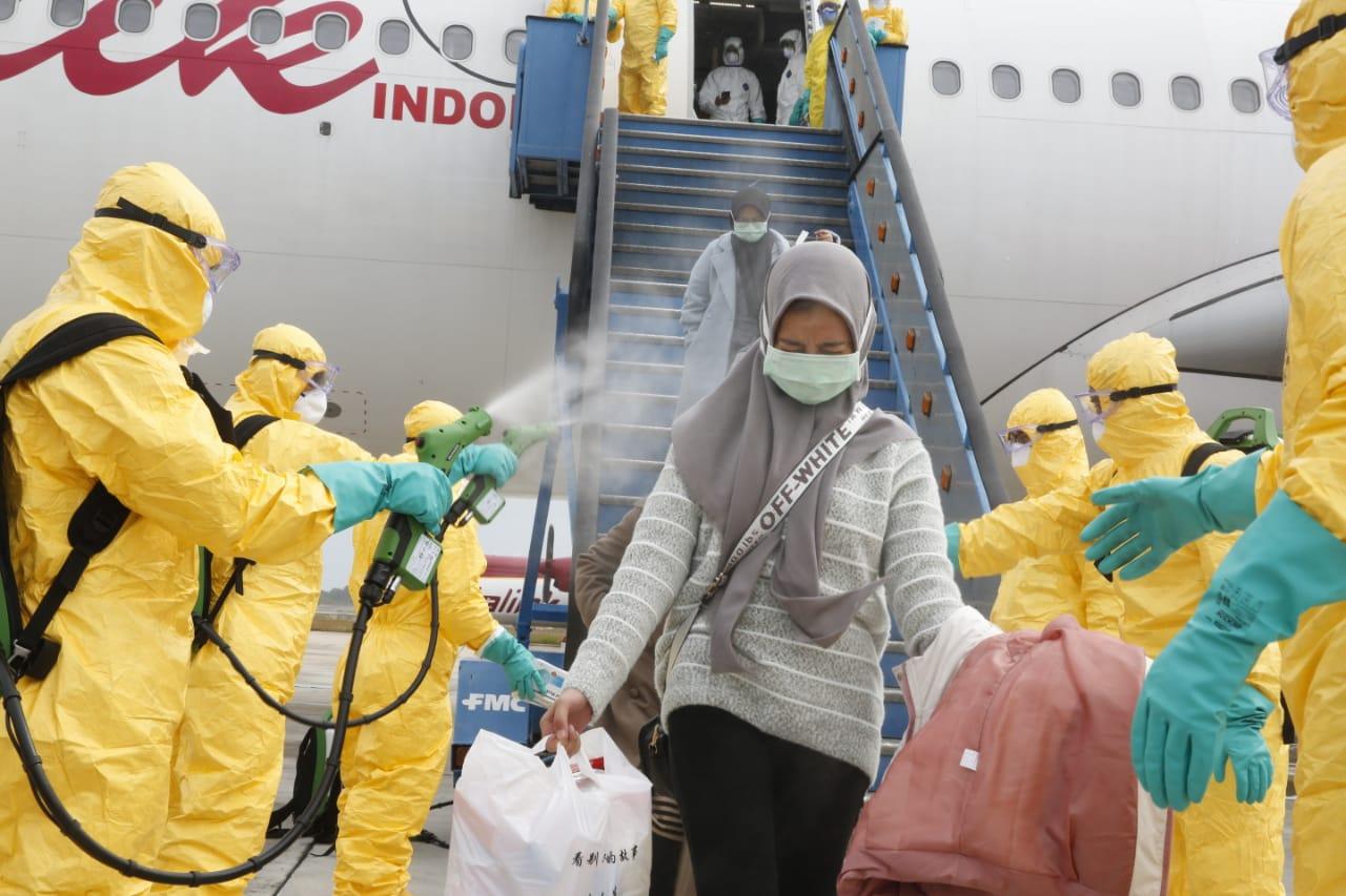 https: img-z.okeinfo.net content 2020 02 18 338 2170029 usai-dievakuasi-dari-china-mahasiswi-asal-cikarang-ikuti-kuliah-online-wlUcC5VUsb.jpg
