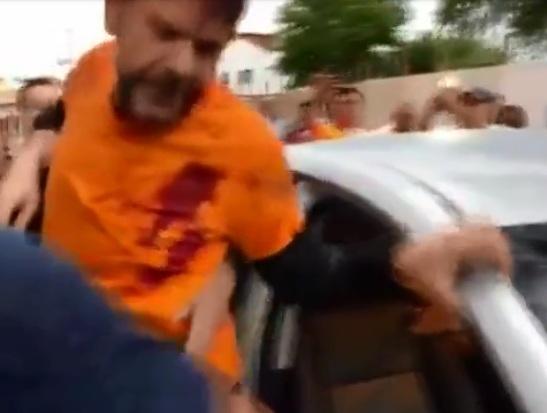 https: img-z.okeinfo.net content 2020 02 20 18 2171506 senator-brasil-tertembak-setelah-kendarai-buldoser-ke-arah-demonstrasi-polisi-FncRHU85hN.jpg