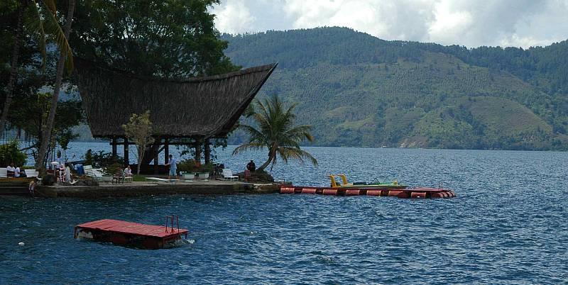 https: img-z.okeinfo.net content 2020 02 22 406 2172487 kunjungan-wisatawan-ke-danau-toba-tak-terpengaruh-wabah-korona-covid-19-cHXX00sAsw.jpg