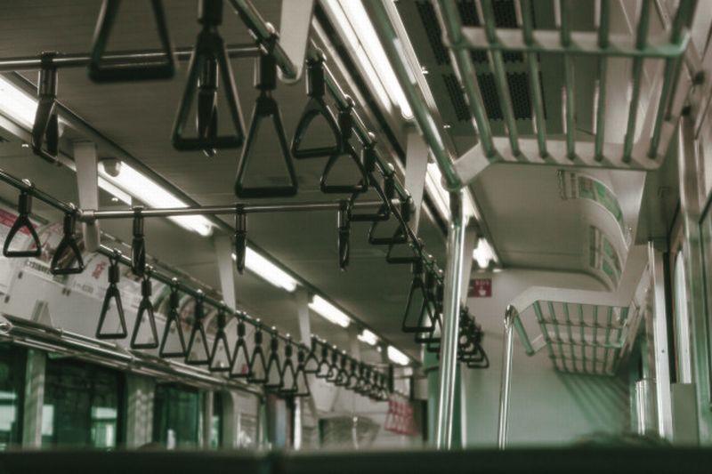https: img-z.okeinfo.net content 2020 02 22 612 2172505 kereta-jepang-berhenti-karena-penumpang-batuk-tanpa-masker-begini-kronologinya-jxo5uKb344.jpg