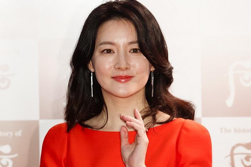 https: img-z.okeinfo.net content 2020 02 23 33 2172847 pesan-lee-young-ae-untuk-china-di-tengah-wabah-korona-TVAtZ4qshA.jpg