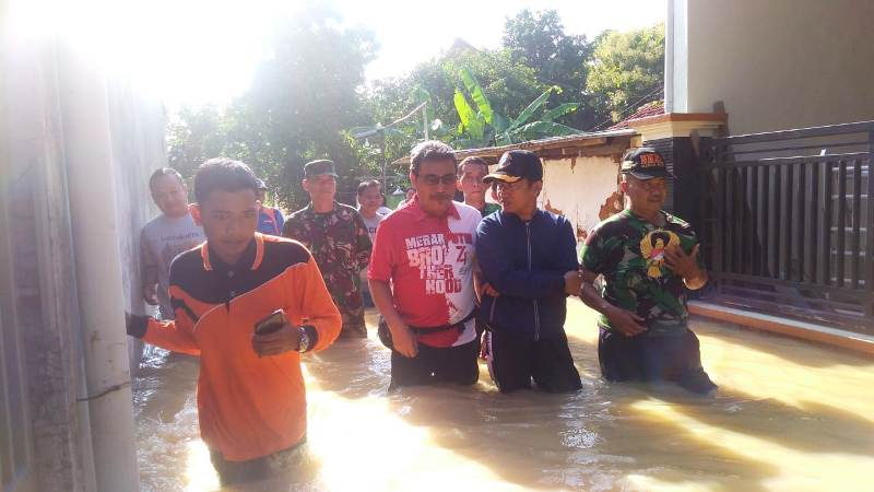 https: img-z.okeinfo.net content 2020 02 23 519 2172851 diterjang-banjir-pemkab-pamekasan-16-tahun-kami-jadi-pejabat-ini-yang-terparah-SV3Sos0bDV.jpg