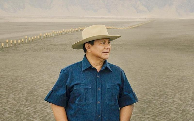 https: img-z.okeinfo.net content 2020 02 24 612 2173134 gagahnya-prabowo-subianto-bermain-dengan-burung-elang-di-gurun-pasir-spBIYkvHzr.jpg