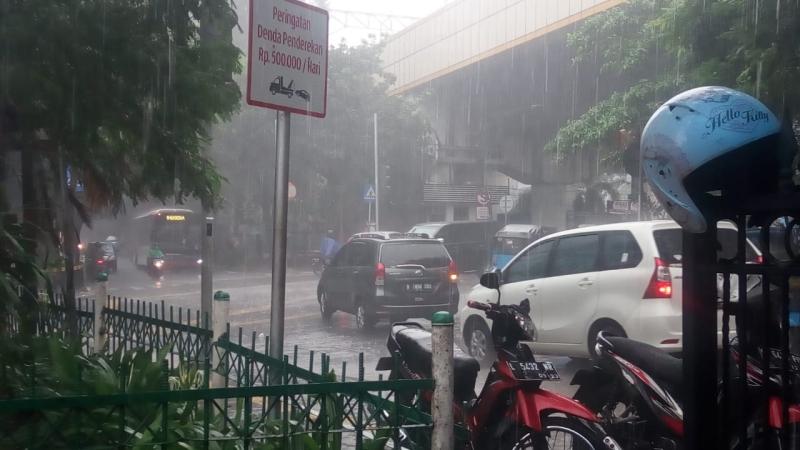 https: img-z.okeinfo.net content 2020 03 01 338 2176315 akhir-pekan-hujan-ringan-hingga-sedang-guyur-jakarta-tIgMDJYCb7.jpg