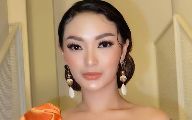 https: img-z.okeinfo.net content 2020 03 22 194 2187206 pakai-outfit-mencolok-zaskia-gotik-kulitnya-mulus-banget-DtS7qcK8QN.jpg