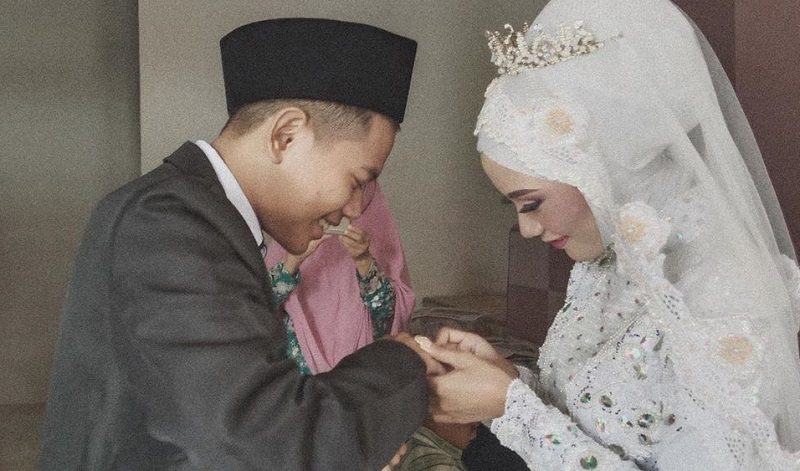 https: img-z.okeinfo.net content 2020 03 22 33 2187352 fakta-pernikahan-tegar-septian-si-pengamen-cilik-MwZF7pVDlQ.jpg