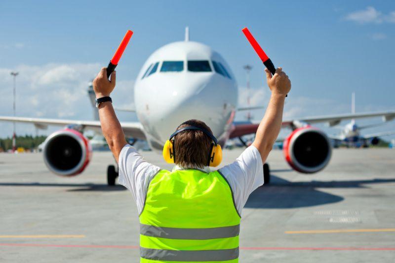 https: img-z.okeinfo.net content 2020 03 26 320 2189156 bandara-ditutup-lion-air-group-hentikan-sementara-penerbangan-rute-papua-U4AIV488Nz.jpg