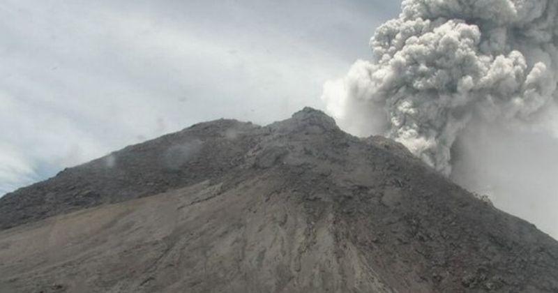 https: img-z.okeinfo.net content 2020 03 27 510 2189797 gunung-merapi-erupsi-kolom-abu-terpantau-setinggi-5-000-meter-w1iKglLuRd.jpg