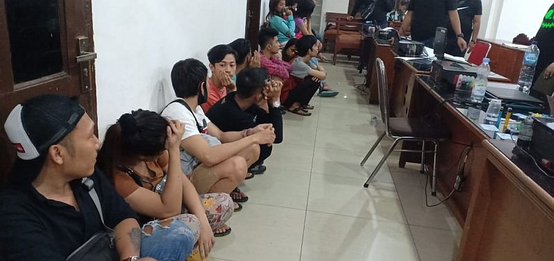 https: img-z.okeinfo.net content 2020 05 03 608 2208525 polisi-bongkar-praktik-prostitusi-online-di-tengah-pandemi-covid-19-81biRQ6udP.jpg