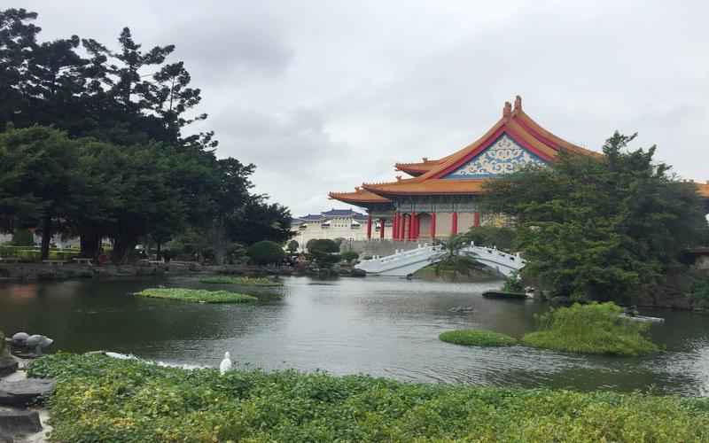 https: img-z.okeinfo.net content 2020 05 09 406 2211649 menjelajahi-keindahan-chiang-kai-shek-memorial-hall-rumah-abadi-pendiri-taiwan-6tmXtZ7Twu.jpg