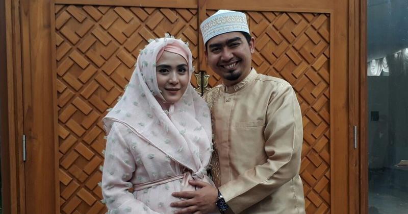 https: img-z.okeinfo.net content 2020 05 22 33 2218012 april-jasmine-pernah-minta-ustaz-solmed-menikah-lagi-agar-punya-anak-ZcSFZdwhyK.jpg