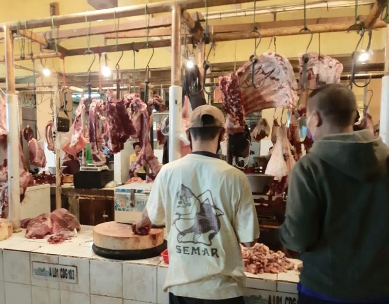 https: img-z.okeinfo.net content 2020 05 23 320 2218471 harga-daging-rp130-000-kg-pedagang-tahun-lalu-juga-segitu-0eLYFvIFhT.jpg