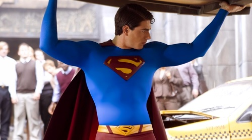 Brandon Routh sebagai Superman (Foto: Syfy)